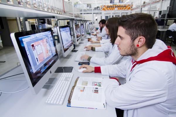 Roland DG Iberia y Salesianos Atocha establecen un acuerdo de colaboración para potenciar las nuevas soluciones de impresión digital